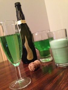 St.Patrick's Day Drinks: Green Champagne for St.Patty's Day!!