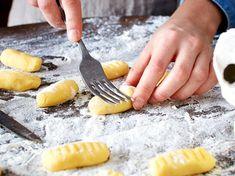 Gnocchi selber machen – so geht's  LECKER Potato Dishes, Pumpkin Recipes, Protein, Food And Drink, Homemade, Fish, Vegan, Vegetables, Tableware