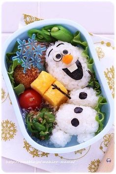 Olaf bento box made with Sushi Kawaii Bento, Comida Disney, Disney Food, Toddler Meals, Kids Meals, Toddler Food, Kreative Snacks, Food Art For Kids, Bento Recipes