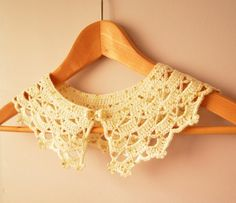 Encajes de ganchillo Collar - Peter Pan Crochet Collar perla botón - desmontable - Noble blanco - romántico - vainilla - Sparkle lentejuelas oro