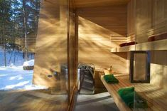 La Luge House by Architects a holiday home in the forest of Quebec, Canada. Sauna room & back porch Luge, Contemporary Saunas, Quebec, Cabin Design, House Design, Small House Swoon, Sunken Hot Tub, Sweet Home, Sauna Room