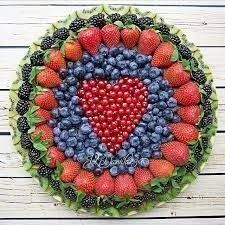 Always a good idea to ask to bring the fruit platter to the potluck (fruit recipes potluck) Fruit And Veg, Fruits And Veggies, Fresh Fruit, Fun Fruit, Fruit Art, Fruits Basket, Veggie Platters, Veggie Tray, Veggie Display