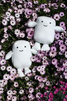 If you're a fan of Doctor Who and ever wondered how to make yourself an Adipose Monster, the wait is over--thanks to this easy tutorial by My Imaginary Boyfriend's Erika Kern.