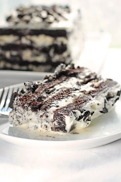 Cookies and Cream Ice Cream Cake from @Amy Johnson / She Wears Many Hats