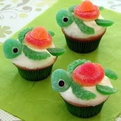 Turtle cupcakes (swimming through frosting...I want to do that!)