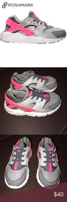 Girls Nike Huaraches Run Running Shoes EUC!!  Clean with very little signs of wear. Nike Shoes Sneakers