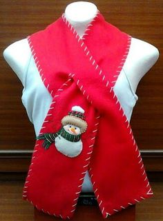 Felt Christmas Decorations, Christmas Art, Christmas Stockings, Christmas Sweaters, Fleece Scarf, Scarf Hat, Scarf Design, Arts And Crafts Projects, Crafts To Sell