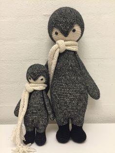 Lalylala penguin modified by Iben J. / crochet pattern by lalylalal Crochet Penguin, Knit Or Crochet, Crochet Gifts, Cute Crochet, Crochet For Kids, Crochet Toys Patterns, Amigurumi Patterns, Amigurumi Doll, Knitted Dolls