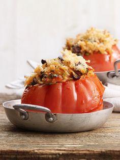 Gefüllte Tomaten aus dem Ofen | http://eatsmarter.de/rezepte/gefuellte-tomaten-aus-dem-ofen-0