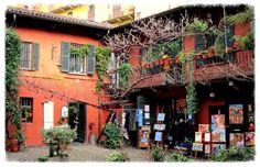 Milano...i cortili sul Naviglio Grande - Milano ... the courtyards on the Naviglio Grande