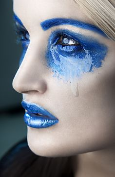 Fantasy Beauty by Rebeca Saray Gude - blauwe make up Makeup Photography, Fashion Photography, Portrait Photography, Make Up Art, Love Blue, Fantasy Makeup, Color Azul, Woman Painting, Colorful Pictures