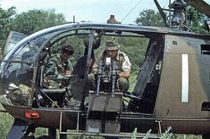 Rhodesian Alouette III force monitor aircraft preps it's twin caliber machine guns. Military Photos, Military History, Military Art, Augusta Westland, South African Air Force, Pilot, Military Helicopter, Special Forces, Vietnam War
