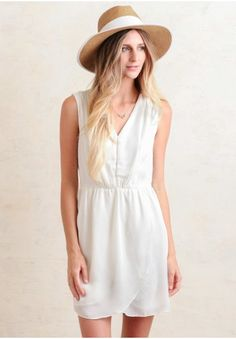 This sophisticated white summer dress is a Ruchette must-have.