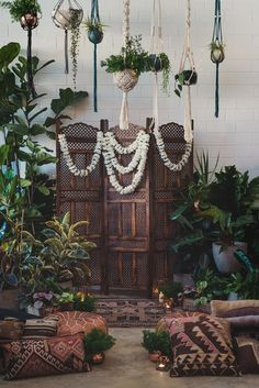 70s boho chic wedding backdrp - photo CJ Williams