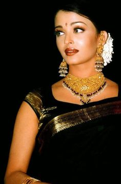 Welcome to Daily Bollywood Queens your source for all the amazing women of Bollywood we track Beautiful Bollywood Actress, Most Beautiful Indian Actress, Beautiful Actresses, Most Beautiful Women, Actress Aishwarya Rai, Aishwarya Rai Bachchan, Deepika Padukone, Mode Bollywood, Bollywood Fashion