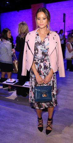 Rosado pastel | Jamie Chung con la Wes Moto Jacket de Rebecca Minkoff disponible en www.styleto.co