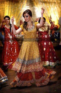 Pakistani mehndi function,Pakistani fashion