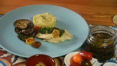 Piros kosara - Mediterrán ebéd Piros-módra Polenta, Eggs, Chicken, Meat, Breakfast, Food, Morning Coffee, Essen, Egg