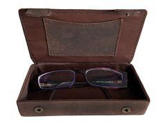 Brillenetui SOFIA Leder kaffeebraun - Max Leder. Die hardcase Brillenbox aus auserlesenem Büffelleder SOFIA bietet einen allumfassenden Schutz für Ihre Lesebrille oder auch Sonnenbrille.