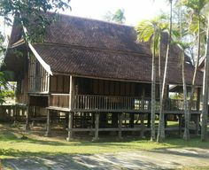 An old Malay traditional house. It is actually a resort-like village, and each house is more than 100 years of age. Timber Architecture, Tropical Architecture, Architecture Design, Tropical House Design, Tropical Houses, Filipino House, Thai House, House On Stilts, Bamboo House
