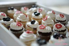 cupcakes de chocolate, vainilla y lemon curd y vainilla y arándanos.. <3 #DulceLaura #cakelife #cupcakes
