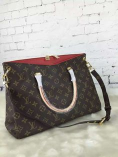 5bd89dbc15 NO  57286. The Bag is from Valentino designer.