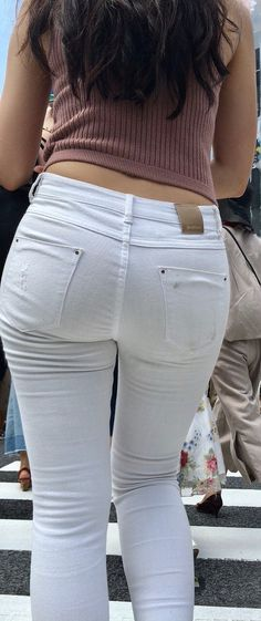 I love girls in tight jeans Jeans Fit, Jeans Style, Skinny Jeans, Outfit Jeans, Womens White Jeans, Tops For Leggings, Best Jeans, Hot Outfits, White Pants