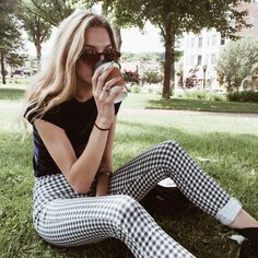 LoLoBu - Women look, Fashion and Style Ideas and Inspiration, Dress and Skirt Look Looks Street Style, Looks Style, Style Me, Black Style, Black Tees, Spring Summer Fashion, Autumn Fashion, Gingham Pants, White Pants