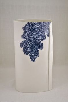 Porcelain, hand painted. Farah Hernadez. www.facebook.com/FHPorcelain Stone Carving, Pottery Vase, Contemporary Art, Clay, Hand Painted, Tableware, Painting, Vases, Inspiration
