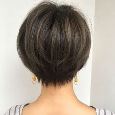 Lovely shape htty://www. Medium Hair Styles, Long Hair Styles, Shot Hair Styles, Short Hair Cuts For Women, Great Hair, Hair Today, Hair Dos, Hair Designs, Bob Hairstyles