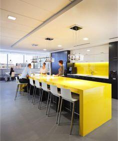 """longue table hauteur """"comptoir"""" + banquette (économise de l'espace) au fond avec table bistro.  FOX Architects – Multi-use kitchen area at CQ Roll Call in Washington, DC"""