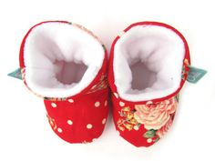 Soft and cosy Slootees - a cross between slippers and bootees. These baby booties have been designed to stay on babies feet. The fleece lining is elasticated at the ankle but this cannot be seen from the outside. The beautiful cotton fabric speaks for itself and they dont have any other