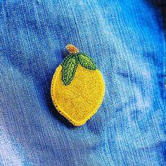 А вам тоже нравятся лимоны? #ручнаяработа #handmade #girl #beautiful #fashion #красота #bead #брошь #брошьизбисера #вышивкабисером #мода #брошьлимон #лимон