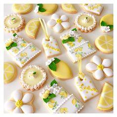 5月の青山教室は、爽やかレモンデザインのアイシングクッキーでした ご参加頂き有難うございました。 #lemoncookies #lemonparty #lemonpie #lemon #yellow #icingcookies #cookies #royalicing #customcookies #paint #decoratedcookies #biscotti #sugarcookies #cbonbon #アイシングクッキー #クッキー #レモン #レモンクッキー #アイシングクッキー教室 #nhk文化センター