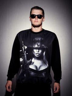 https://www.urbancity.pl/bluzy-mystars-star-boobs-paula-tumala-sexy-gun-full-print-crewneck-black-on-6-k-55119-p