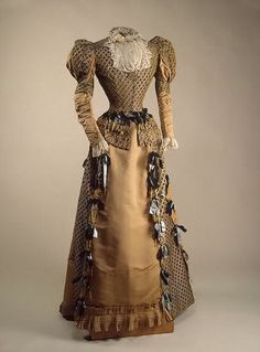 Dress worn by Tsaritsa Maria Feodorovna of Russia, circa 1880.