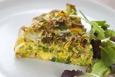 Gezonde quiche met kurkuma, broccoli, pistachenoten en verse knoflook