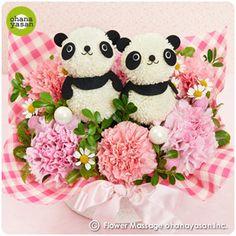 母の日に!ポンポンマム(菊の花)で出来たパンダのフラワーアレンジメント。Cute! Animal dolls made with chrysanthemums.