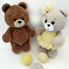 crochet bear If you're searching for a cute plush toy, take a look at this bear amigurumi. Enjoy this free crochet pattern, create a your own bear. The finished bear is 26 cm tall. Crochet Teddy Bear Pattern, Crochet Animal Patterns, Stuffed Animal Patterns, Crochet Patterns Amigurumi, Crochet Animals, Crochet Dolls, Crochet Baby, Free Crochet, Crochet Projects