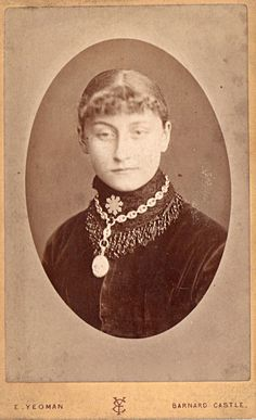 VINTAGE PHOTOGRAPH  Carte de Visite  c 1880 Victorian Lady.  Barnard Castle/Teesdale