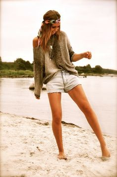 Bit of boho chic in there = super cute outfit! Mode Chic, Mode Style, Look Fashion, Fashion Beauty, Womens Fashion, Beach Fashion, Cali Fashion, Fashion Models, Fashion Hair