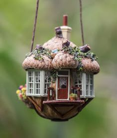 How to Make Amazing Fairy Furniture Miniatures from Natural Materials Miniature Crafts, Miniature Fairy Gardens, Miniature Houses, Miniature Dolls, Fairy Furniture, Miniature Furniture, Dollhouse Furniture, Walnut Shell Crafts, Fairy Garden Houses