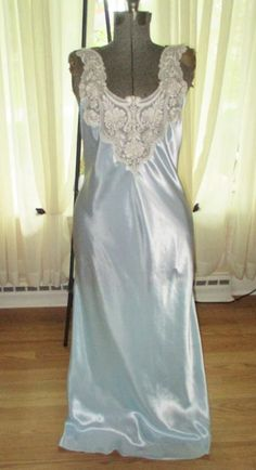 22e35f4290 jESSICA LYNN SATIN LONG NIGHTGOWN LARGE SHIMMERING BLUE VINTAGE LINGERIE