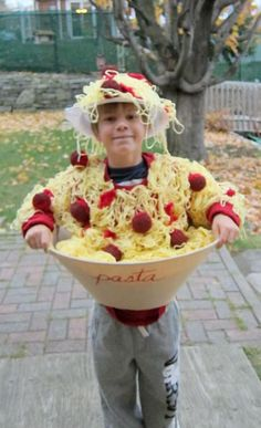 Make your Halloween special with DIY Costumes. Listed below are the best and Cute DIY Halloween Costumes for Kids ideas for 2019 for your inspiration. Halloween Costumes To Make, Looks Halloween, Fete Halloween, Creative Halloween Costumes, Cute Costumes, Halloween Kids, Costume Ideas, Funny Halloween, Funny Homemade Costumes