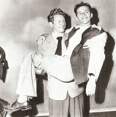 Danny Kaye and Frank Sinatra- goofing off at one of their many charity events. Old Hollywood Stars, Golden Age Of Hollywood, Classic Hollywood, Vintage Hollywood, Danny Frank, Young Frank Sinatra, Divas, Bob Hope, Dean Martin
