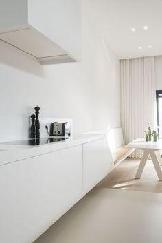 Modern Luxury Kitchens For A Grand Kitchen Luxury Kitchen Design, Interior Design Kitchen, Kitchen Decor, Kitchen Dining, Dining Room, Modern Kitchen Island, Minimal Kitchen, Small Floor Plans, Cocinas Kitchen