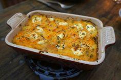 Hartverwarmende ovenschotel, bomvol groenten, die een paar dagen voor Pasen nog wat extra vitamientjes levert: de R zit duidelijk nog in de...
