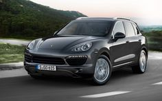 .@Porsche's #Cayenne S Diesel (with a V-8!) is too good to be true, America. We only get the V-6.