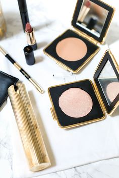If you love your highlight blinding then look no further! Estee Lauder x Victoria Beckham Modern Mercury is the highlight from your dreams!