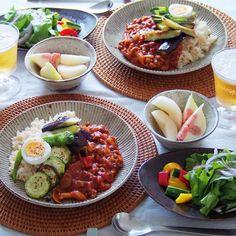 instagram - トマトカレー 五分づき玄米で、サラダとピクルス、︎梨とイチジク